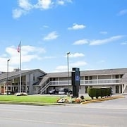 Howard Johnson Inn & Suites Tacoma Near McChord AFB