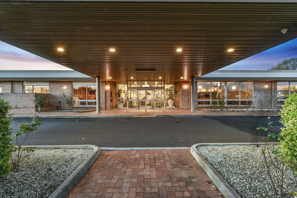 Front of Property - Evening/Night, Southgate Motel