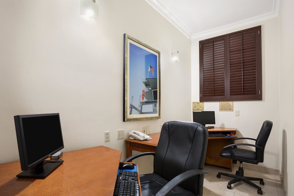 Business Center, SureStay Hotel by Best Western Santa Monica