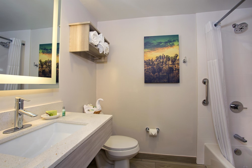 Bathroom, SureStay Hotel by Best Western Santa Monica