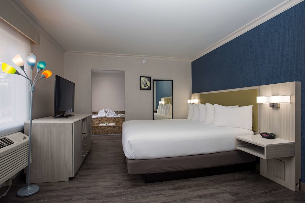 Room, SureStay Hotel by Best Western Santa Monica