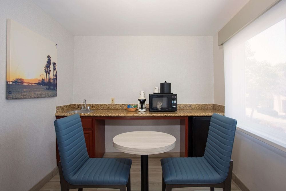 Room Amenity, SureStay Hotel by Best Western Santa Monica