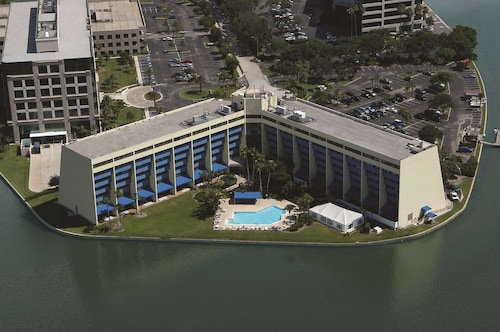 DoubleTree by Hilton Tampa Rocky Point Waterfront