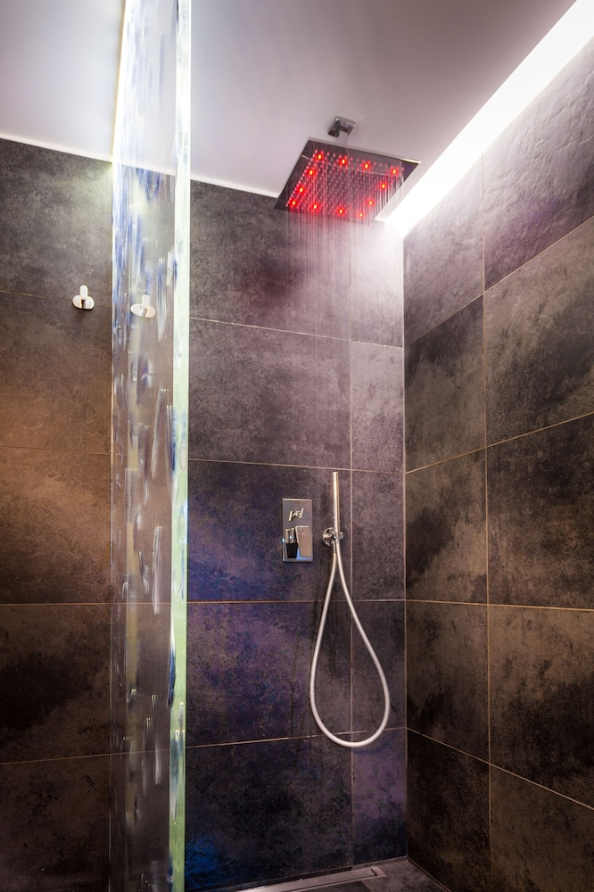 Bathroom Shower, Hotel Legend Saint Germain by Elegancia