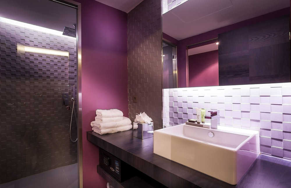 Bathroom, Hotel Legend Saint Germain by Elegancia