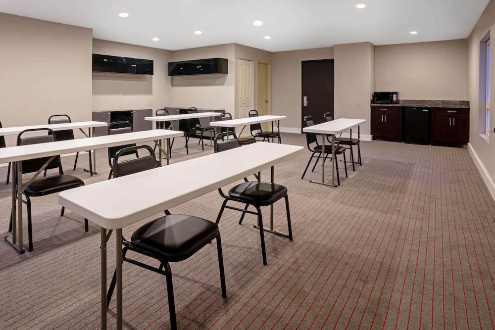 Meeting Facility, La Quinta Inn & Suites by Wyndham Seattle Federal Way
