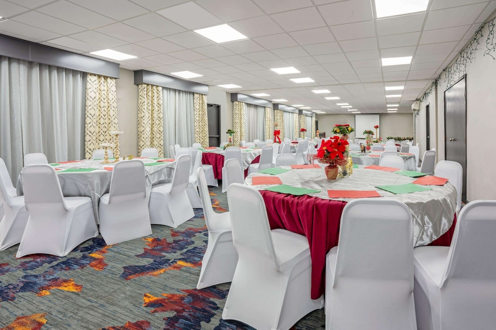 Banquet Hall, La Quinta Inn & Suites by Wyndham Seattle Federal Way