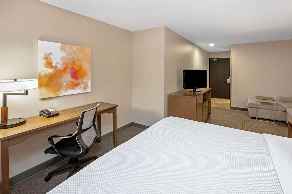 Room, La Quinta Inn & Suites by Wyndham Seattle Federal Way