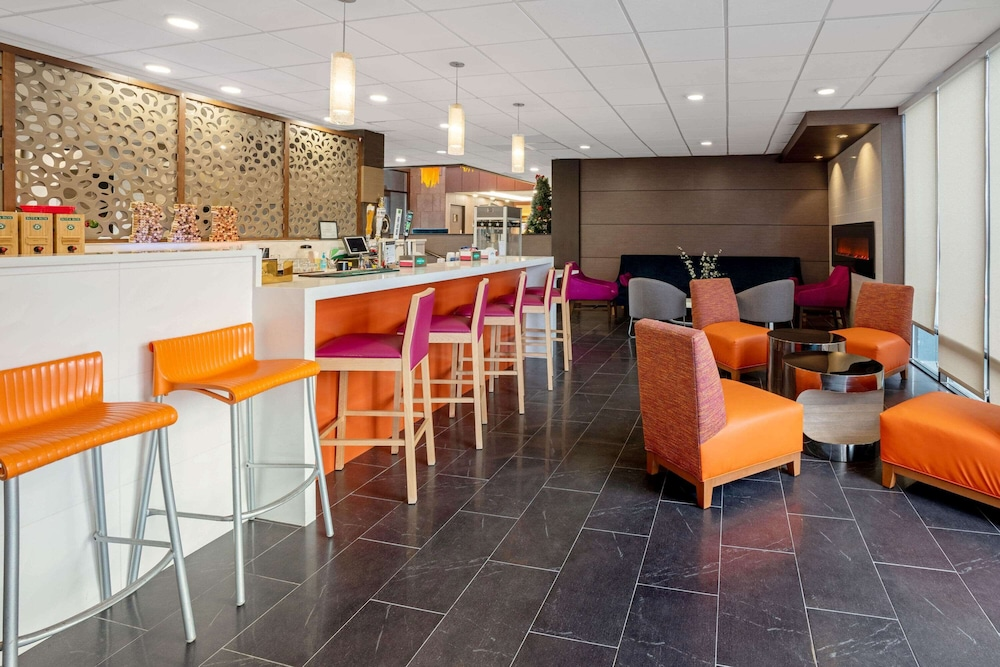 Lobby Lounge, La Quinta Inn & Suites by Wyndham Seattle Federal Way