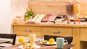 每日供應外賣早餐 (每人 EUR13)