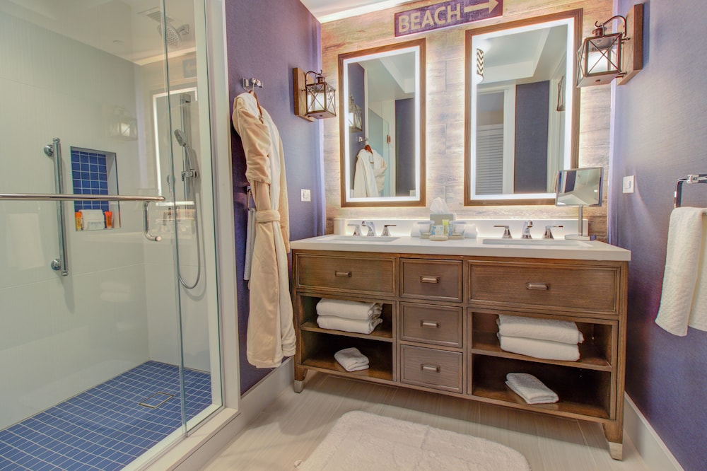 Bathroom, The Waterfront Beach Resort, A Hilton Hotel