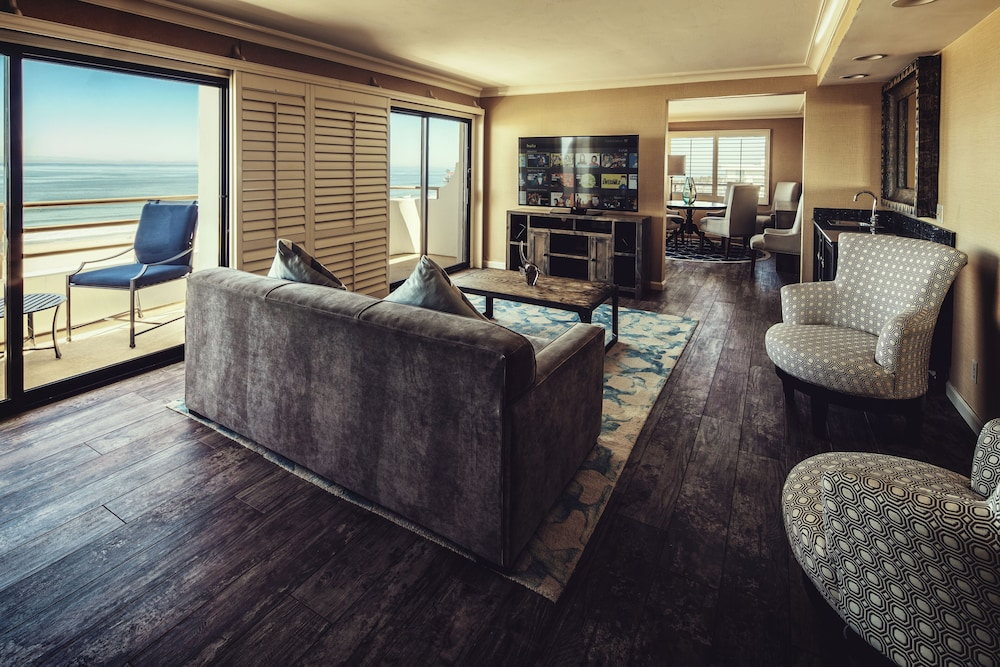 Living Room, The Waterfront Beach Resort, A Hilton Hotel