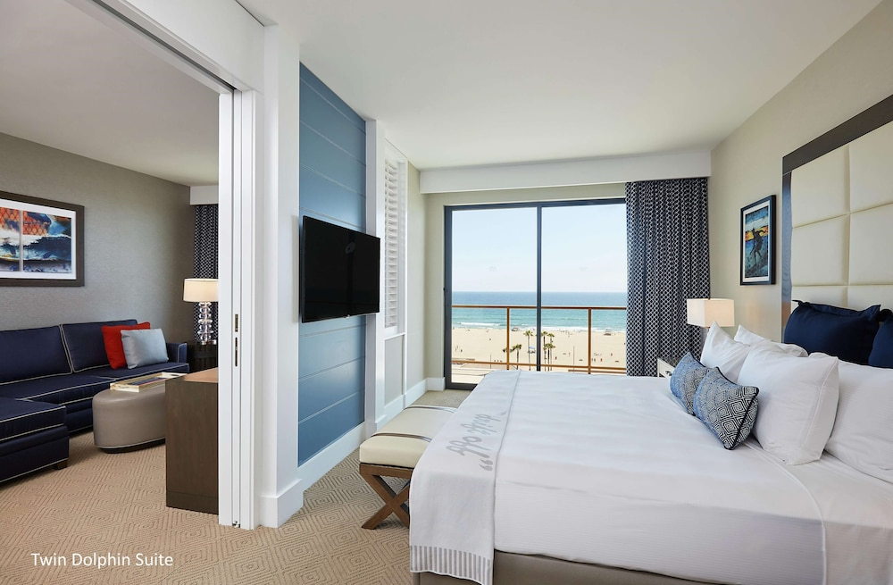 Room, The Waterfront Beach Resort, A Hilton Hotel