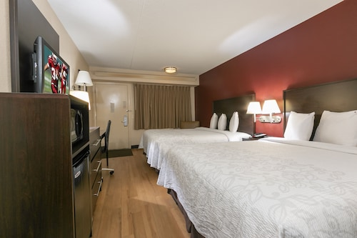 亞特蘭大巴克海特紅頂Plus飯店