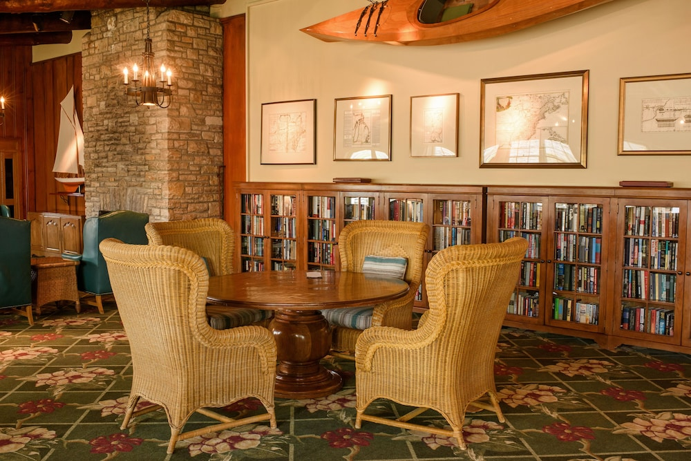 Library, Mission Point Resort
