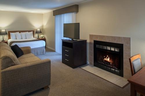 Cloverleaf Suites Lincoln Nebraska
