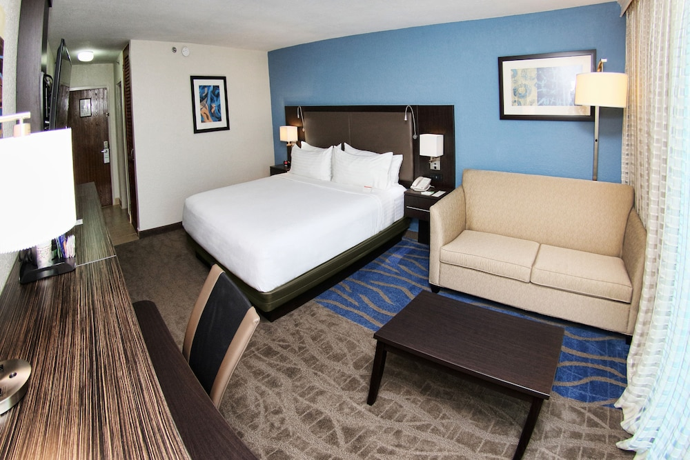 Room, Holiday Inn Mayaguez and Tropical Casino