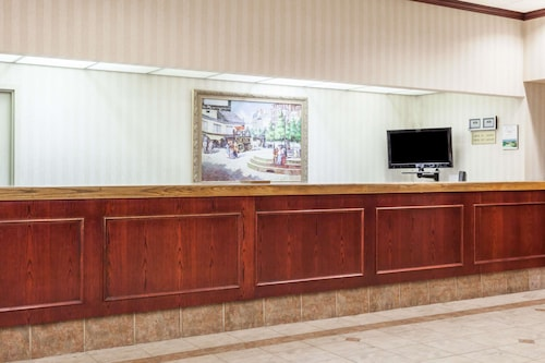 Howard Johnson Inn & Suites Toronto East