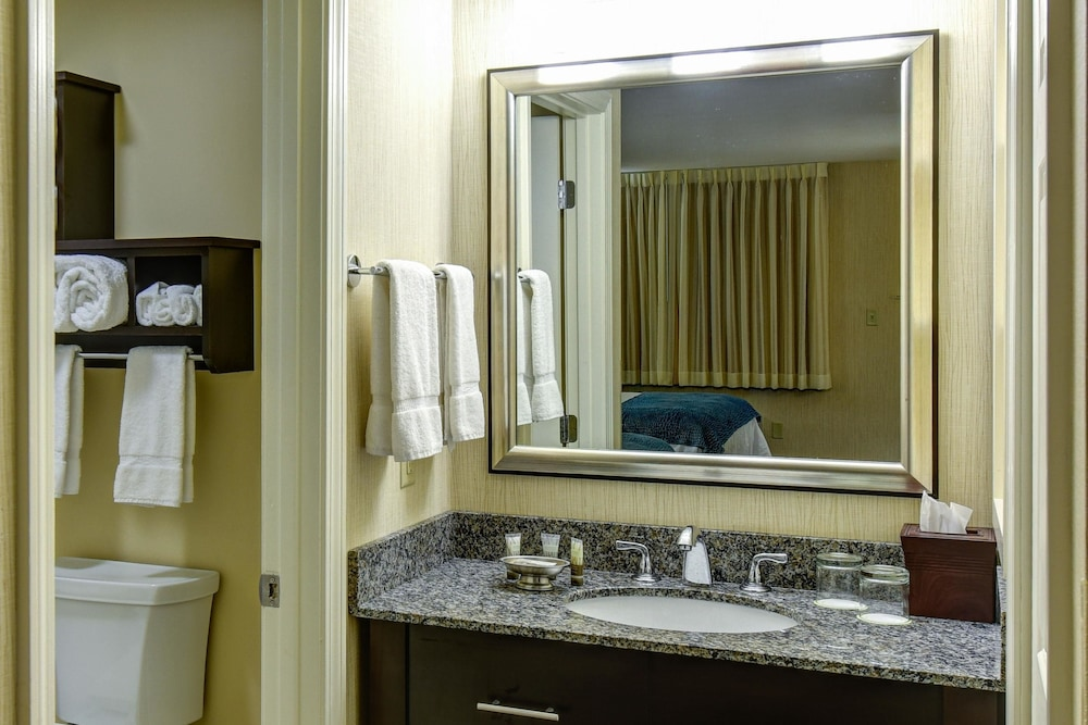 Bathroom, Port Inn & Suites Kennebunk, Ascend Hotel Collection