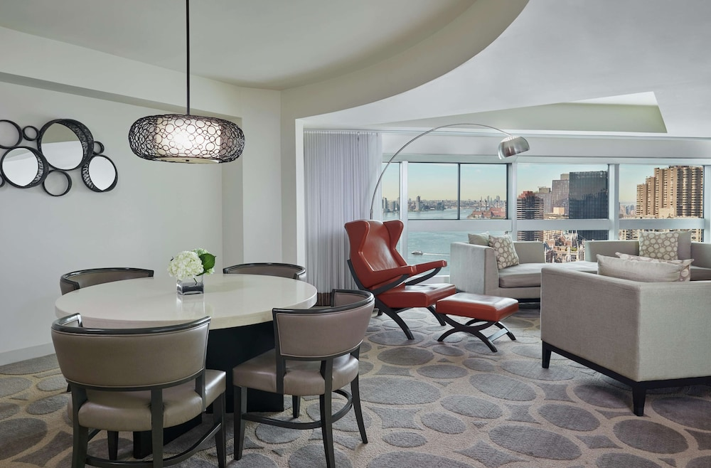 Living Area, Millennium Hilton New York One UN Plaza