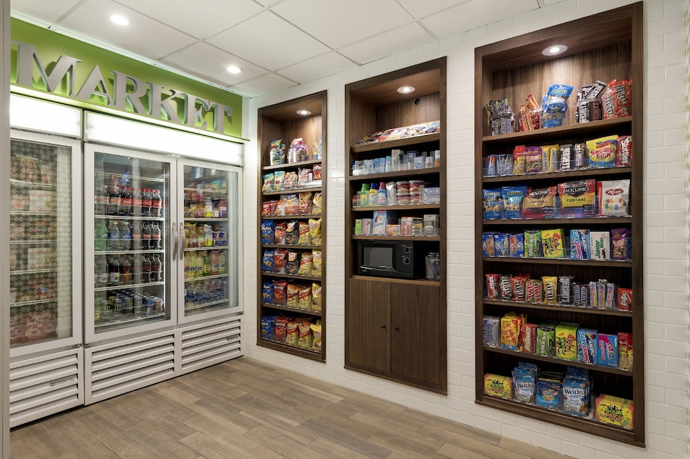 Gift Shop, Holiday Inn : Bloomington W MSP Airport Area, an IHG Hotel