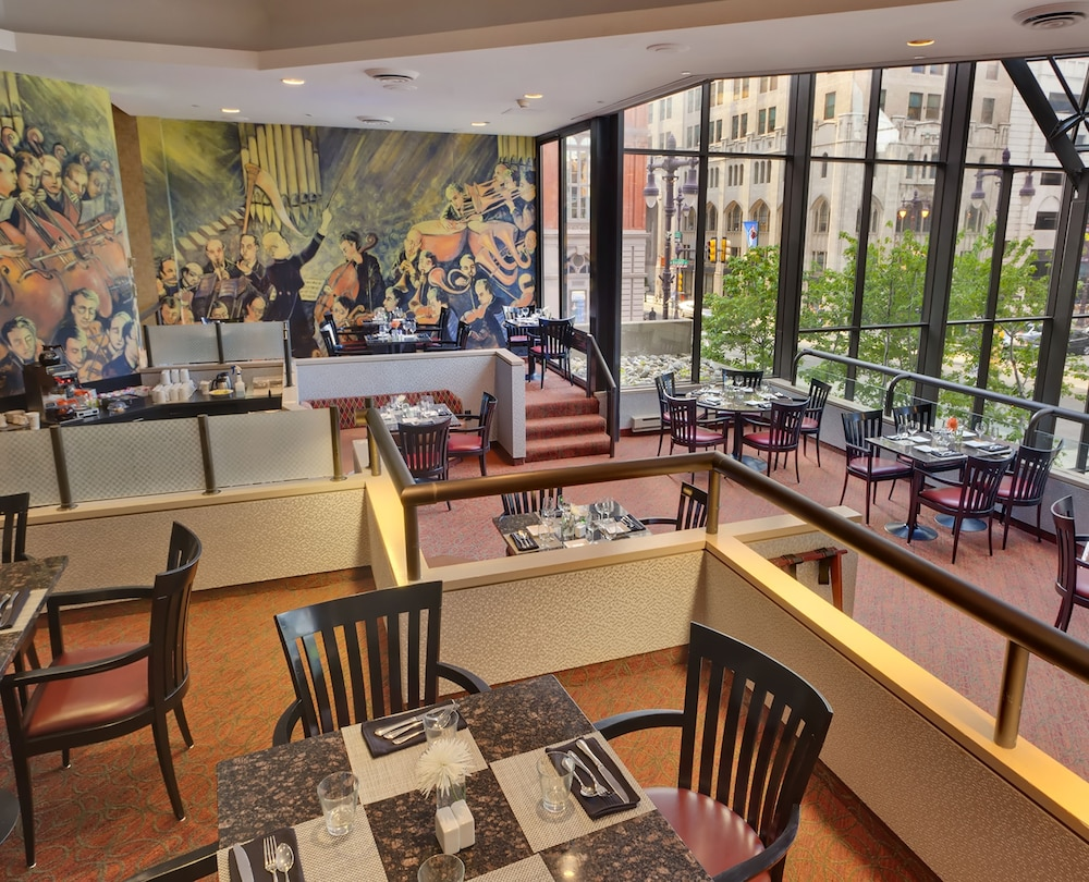 Doubletree by hilton philadelphia center city in for The balcony restaurant