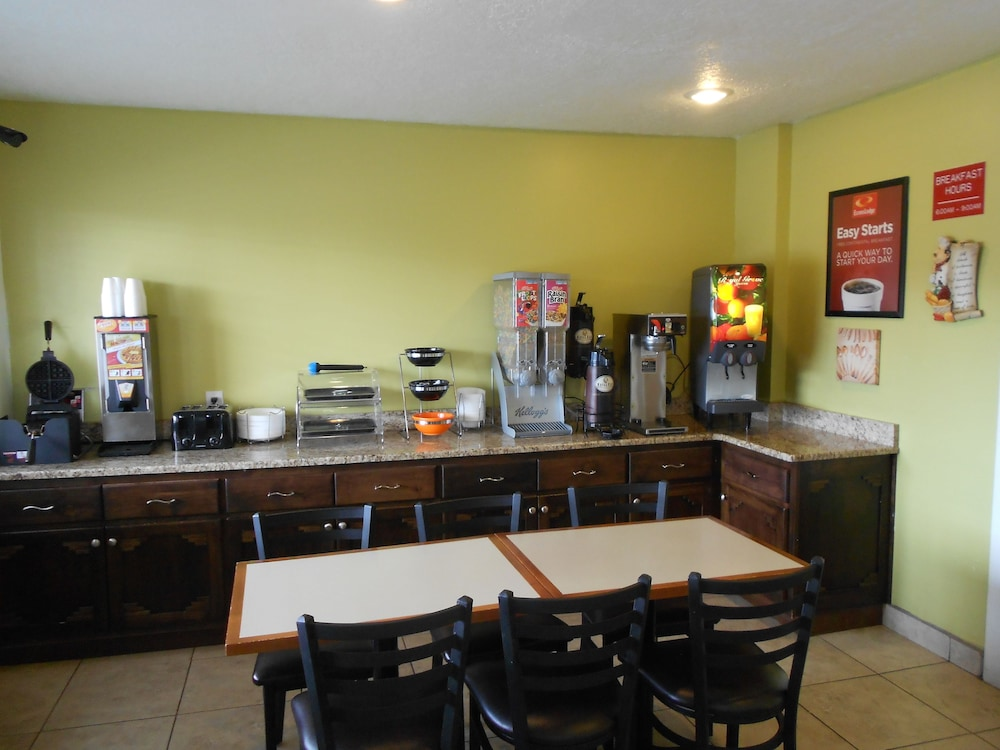 Breakfast Area, Econo Lodge East Albuquerque