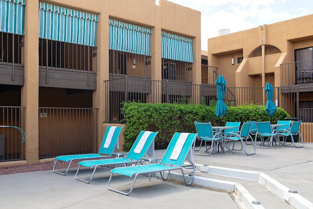 Pool, Travelodge by Wyndham Tucson Airport