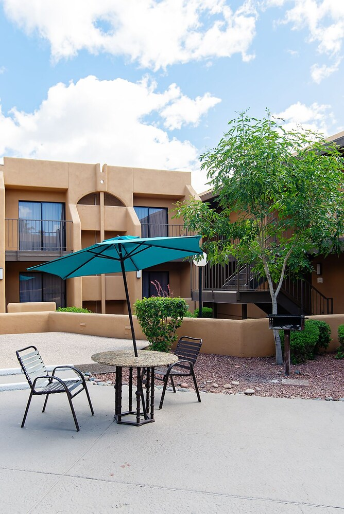 BBQ/Picnic Area, Travelodge by Wyndham Tucson Airport