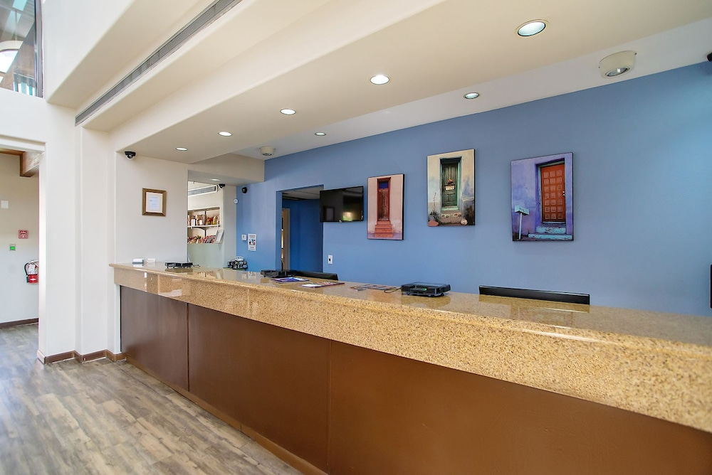 Lobby, Travelodge by Wyndham Tucson Airport