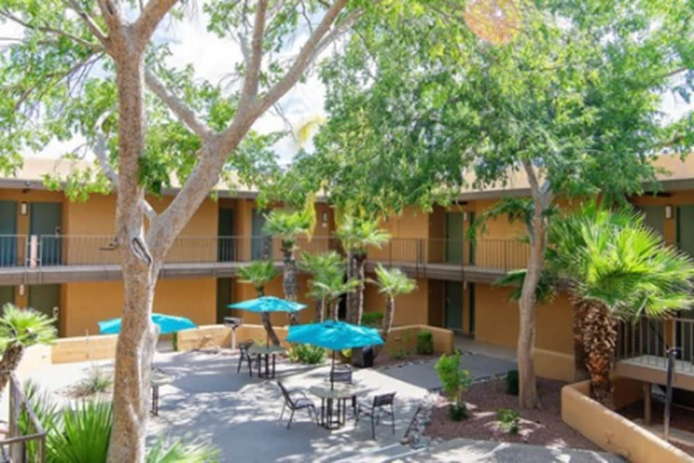 Exterior, Travelodge by Wyndham Tucson Airport