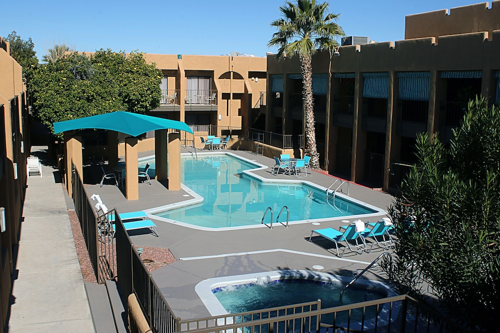 Outdoor Pool, Travelodge by Wyndham Tucson Airport