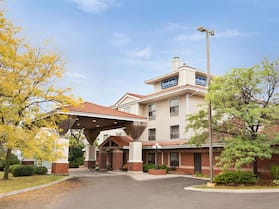 Travelodge by Wyndham Oshawa Whitby