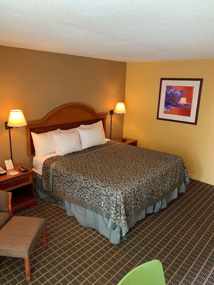 Room, Days Inn by Wyndham Ocala West