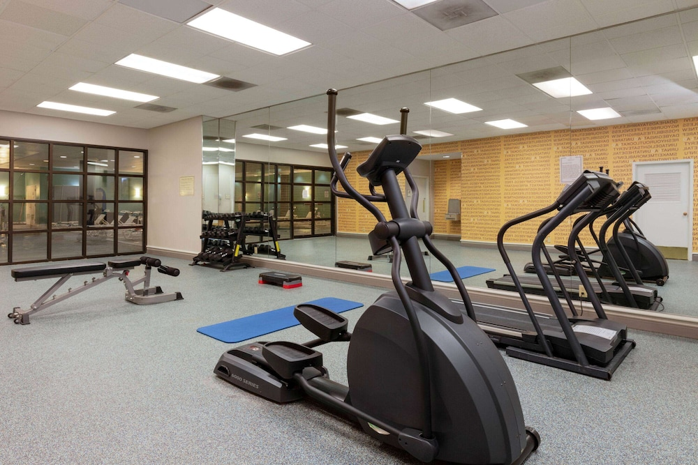 Fitness Facility, La Quinta Inn & Suites by Wyndham Secaucus Meadowlands