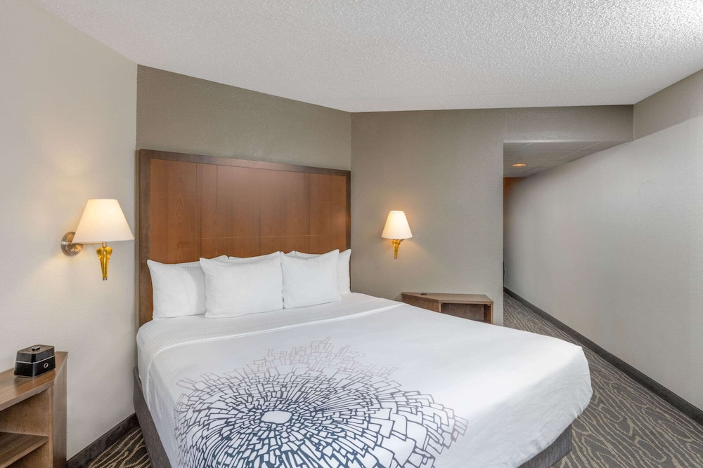 Room, La Quinta Inn & Suites by Wyndham Secaucus Meadowlands