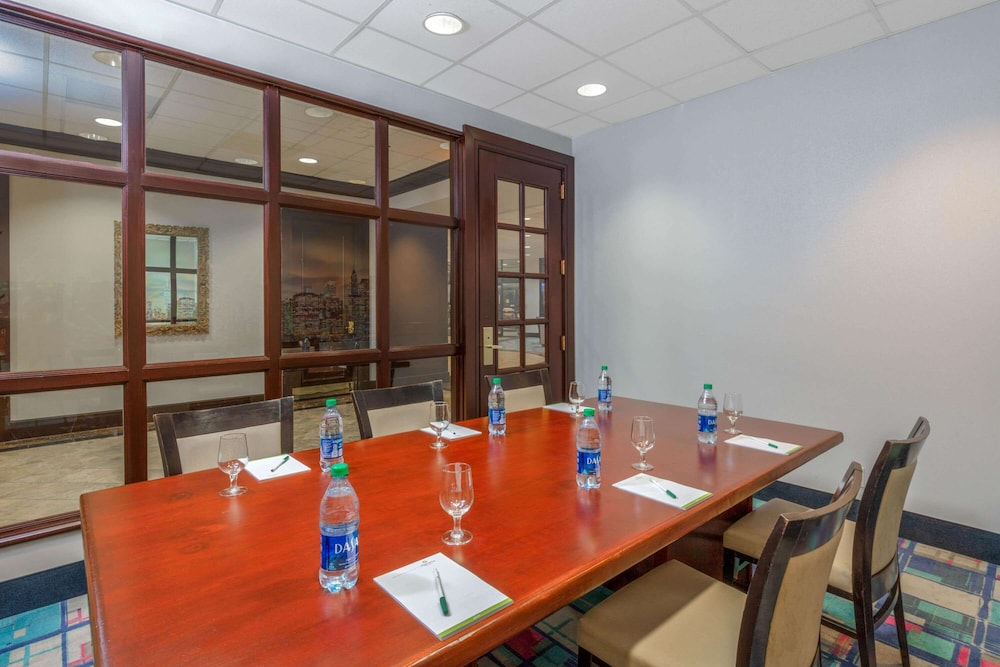 Meeting Facility, La Quinta Inn & Suites by Wyndham Secaucus Meadowlands