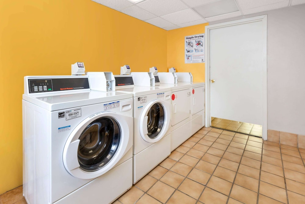 Laundry Room, La Quinta Inn & Suites by Wyndham Secaucus Meadowlands
