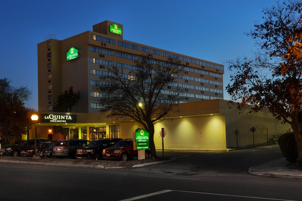 Exterior, La Quinta Inn & Suites by Wyndham Secaucus Meadowlands