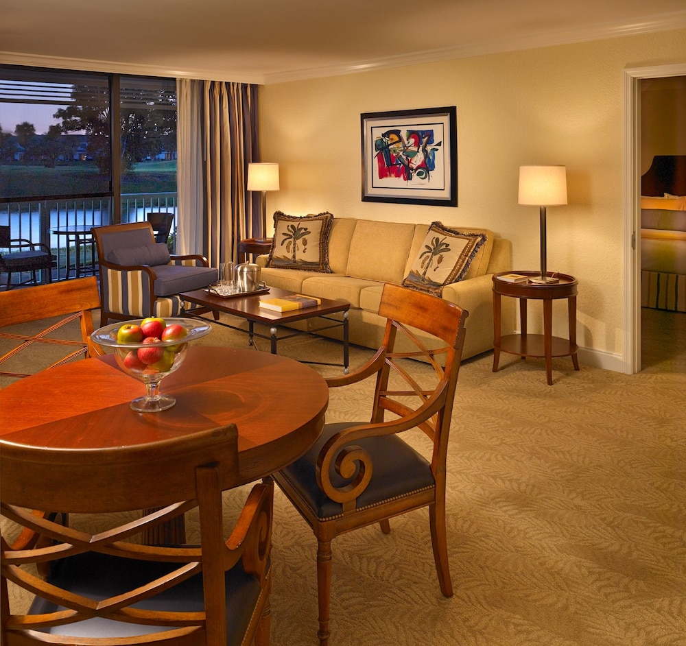 Living Room, Bonaventure Resort and Spa