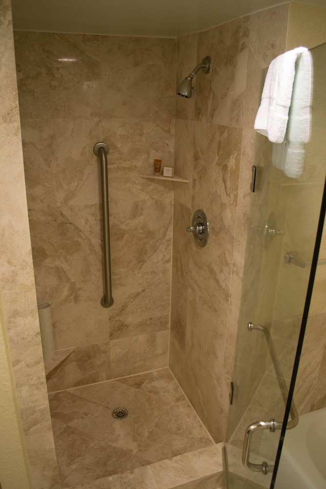 Bathroom Shower, Bonaventure Resort and Spa