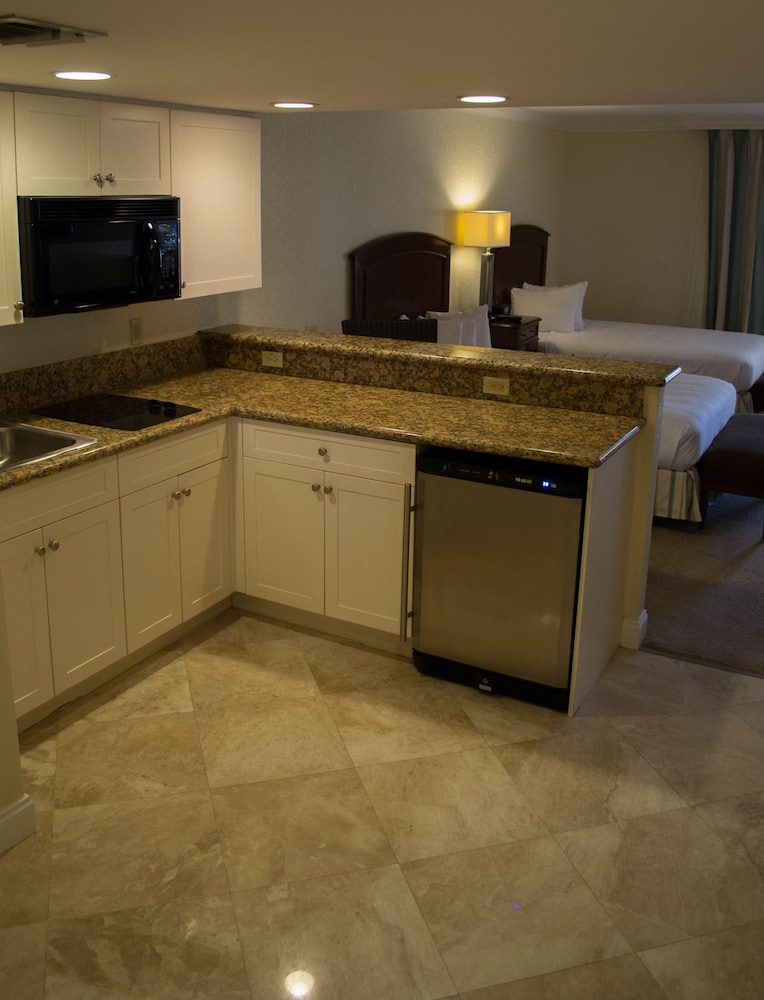 Private Kitchenette, Bonaventure Resort and Spa
