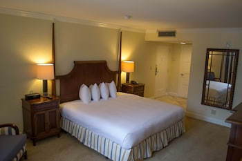 Deluxe Room, 1 King Bed - Bathroom