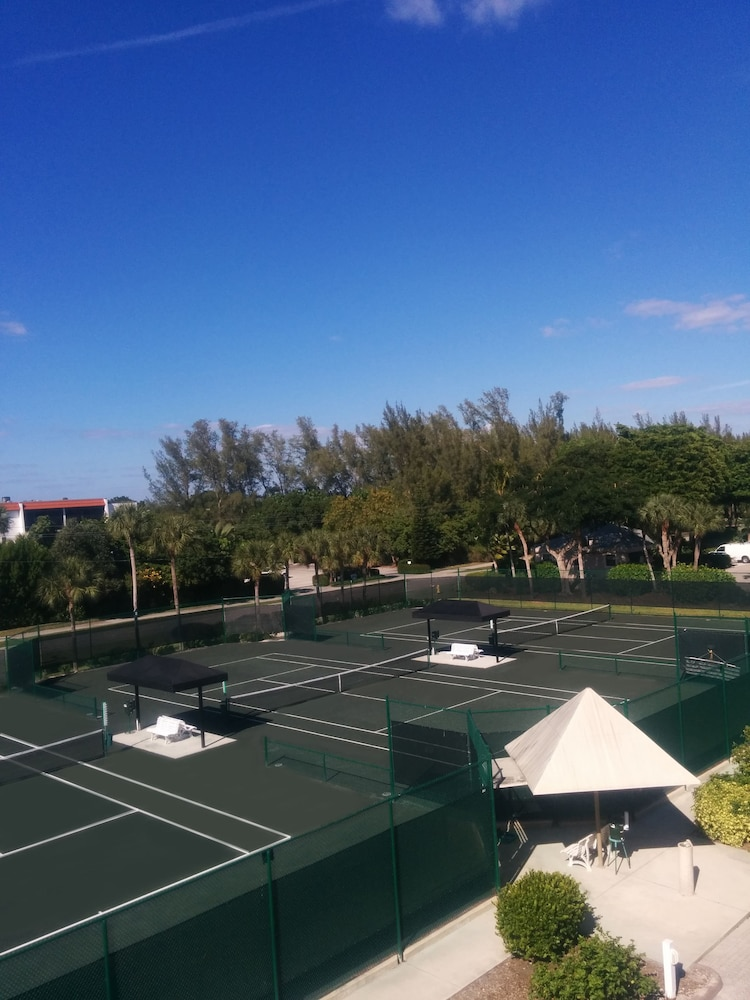 Tennis Court, Sundial Beach Resort & Spa