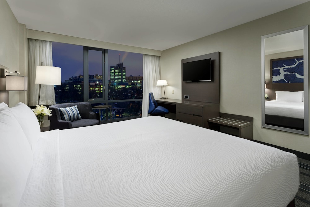 Room, Courtyard by Marriott Boston-Cambridge