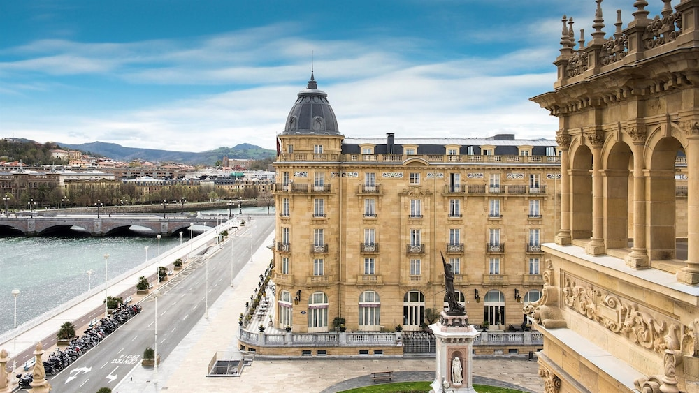 Hotel maria cristina a luxury collection hotel san - Hotel iturregi san sebastian ...