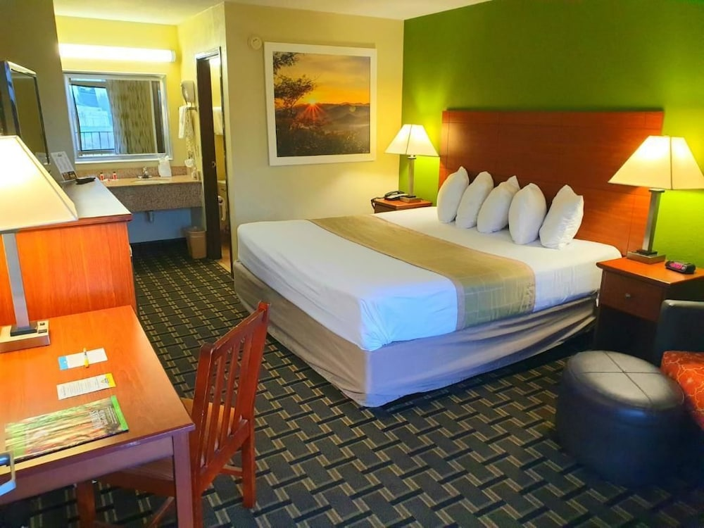 Room, Days Inn by Wyndham Chattanooga Lookout Mountain West