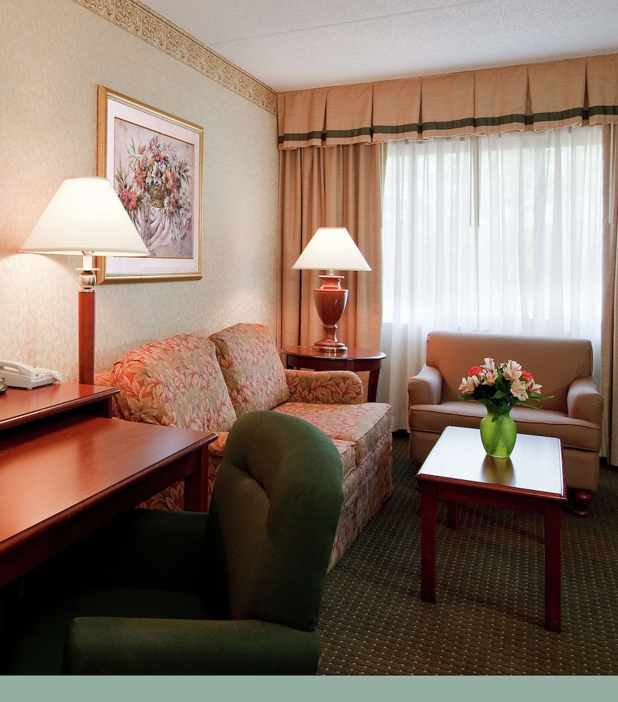 Living Area, DoubleTree Suites by Hilton Cincinnati - Blue Ash