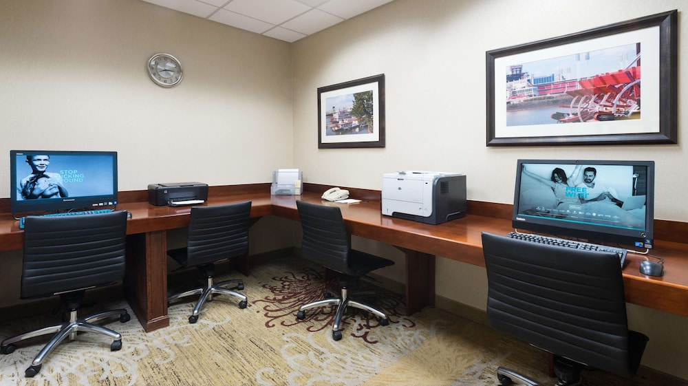 Business Center, DoubleTree Suites by Hilton Cincinnati - Blue Ash
