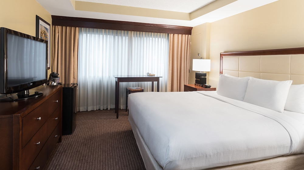 Room, DoubleTree Suites by Hilton Cincinnati - Blue Ash